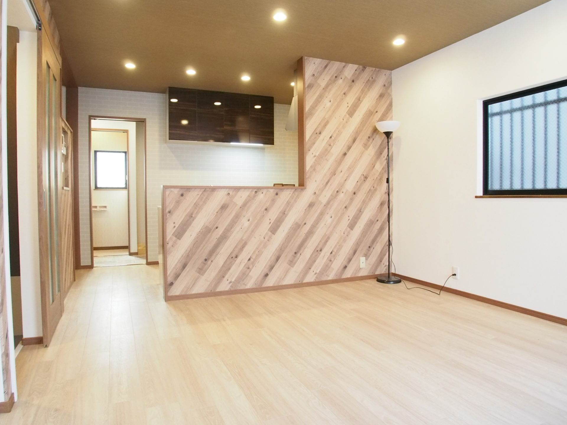 帝塚山西4戸建 リビングからのキッチン
