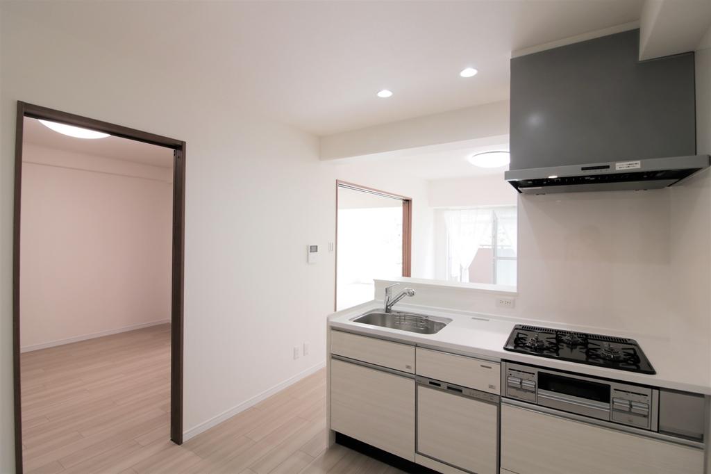 近鉄南港ガーデンハイツ23号棟322 見通しの良いキッチン